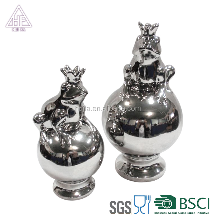 Ceramic Garden Decoration Use Frogs With ball
