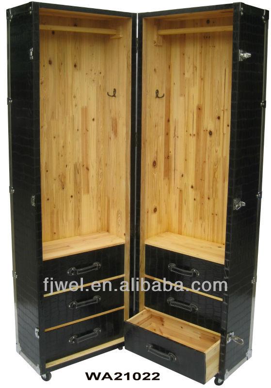 schwarz krokodil gro e kleiderschrank berseekoffer. Black Bedroom Furniture Sets. Home Design Ideas