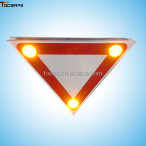 Manufacturer of Solar LED Triangle Traffic Sign in china