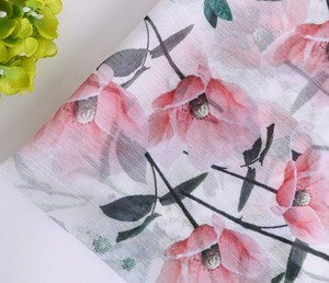High quality 100% polyester flower pattern heat transfer printed crinkle chiffon fabric for dress