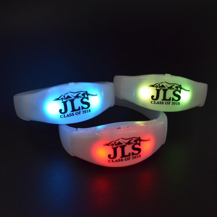 2018 Nuovi Prodotti LED Lampeggiante Braccialetto Luce Up Braccialetti del Sensore di Movimento Del Silicone Shake Braccialetto