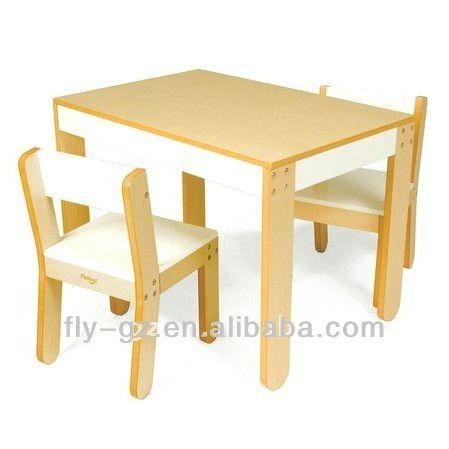 Utilizan los niños hogar muebles de madera mesas y sillas para la ...