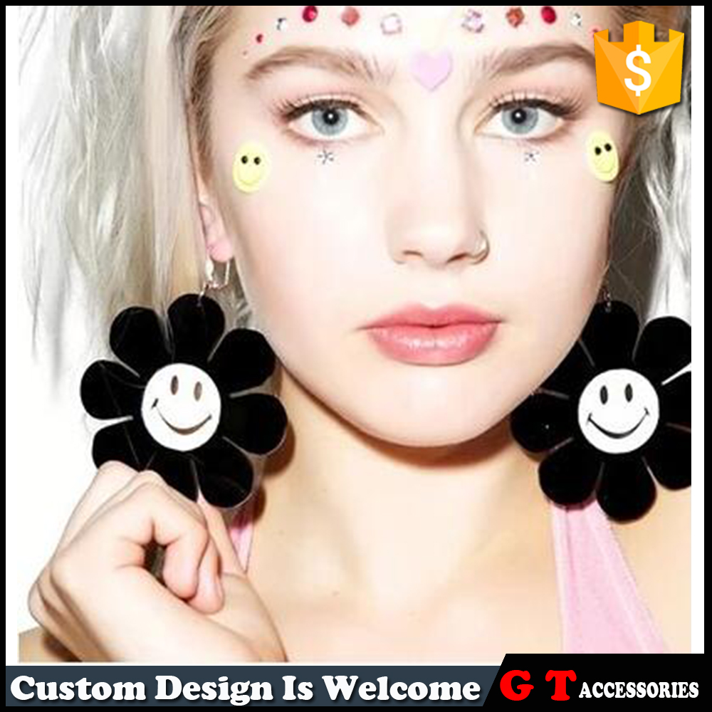 High Quality Simple Flower Design Black And White Sunflower Shaped With Smile Face Lucky Dangle Earring For Model Women