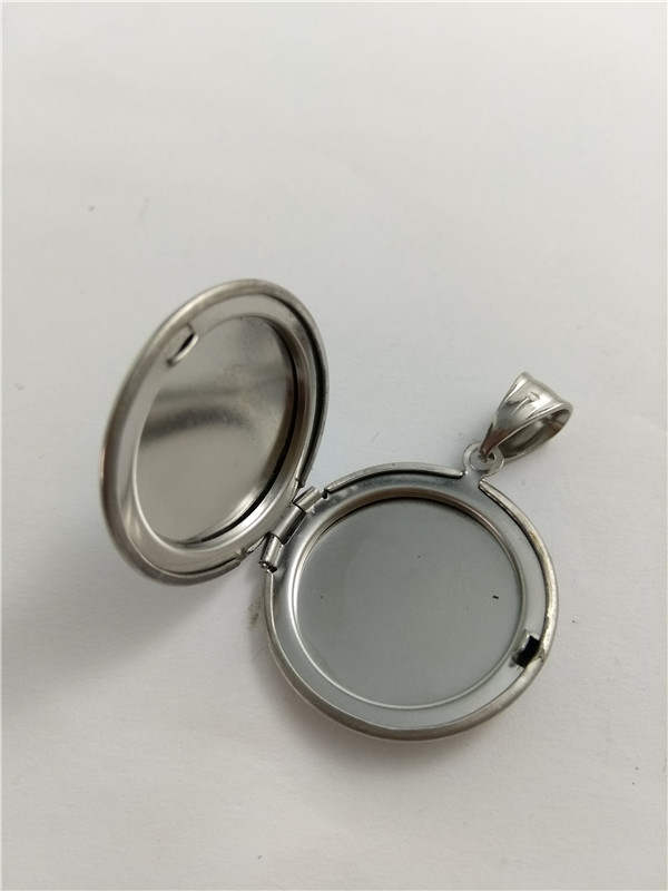 China Factory 도매 Stainless Steel 싼 Photo Frame 로켓 조각 된 Round Mirror Shape 빈 펜 던 트 Vintage Jewelry