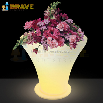 New design plastic rechargeable battery led flower pots stand for garden