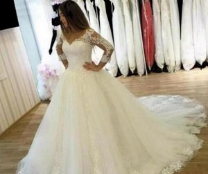 6de9f069c28 3 4 Sleeve Wedding Dress