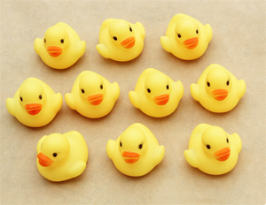 4*4*3.1cm Mini Yellow Rubber duck PVC Bath toy Sound Floating Ducks Children Swiming Beach Gifts