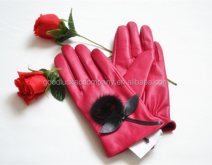 Girl's pink gloves leather with beautiful flower on it from China