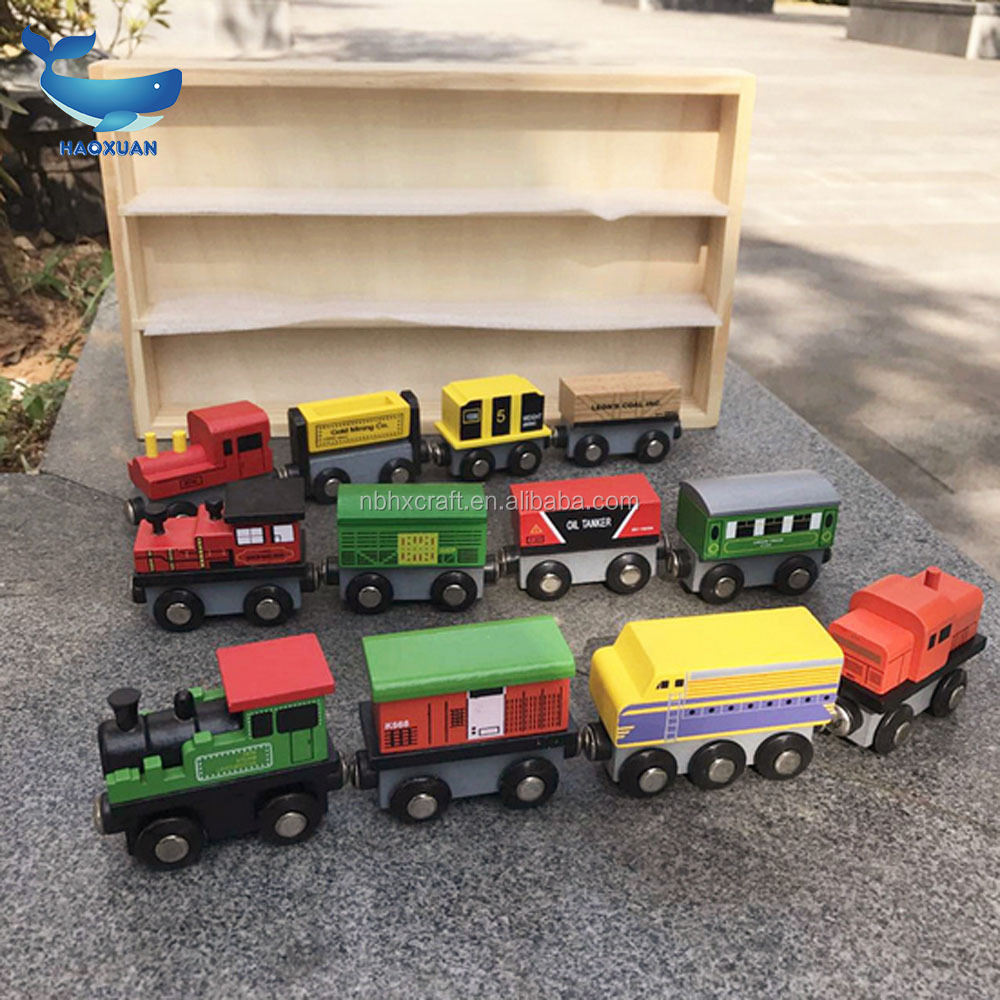 Child birthday gift New magnetic small train wooden toy set