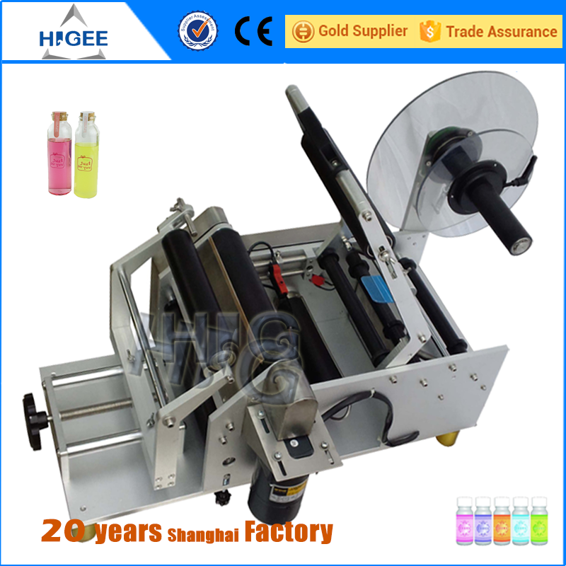 Top and bottom sides semi automatic adhesive labeling machine for detergent bottle