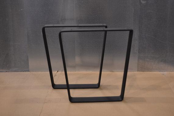 En gros pouce en métal plat en acier noir enduit bureau pied de