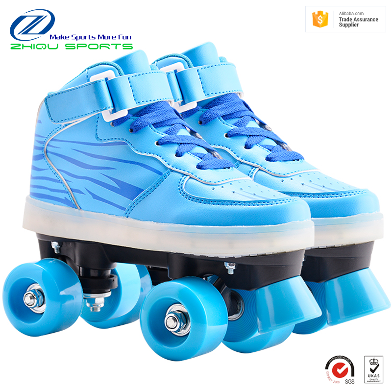 2018 new design pvc leather upper flat heel flashing lights sole quad roller skates shoes