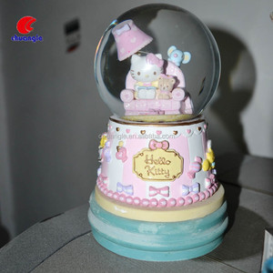 Resin Water Ball Snow Globe for Decoration