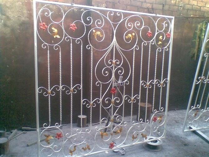 Simple et nouveaux mod les de fen tre en fer forg moderne fen tres id de produit 1889656068 for Modeles de grilles pour portes et fenetres