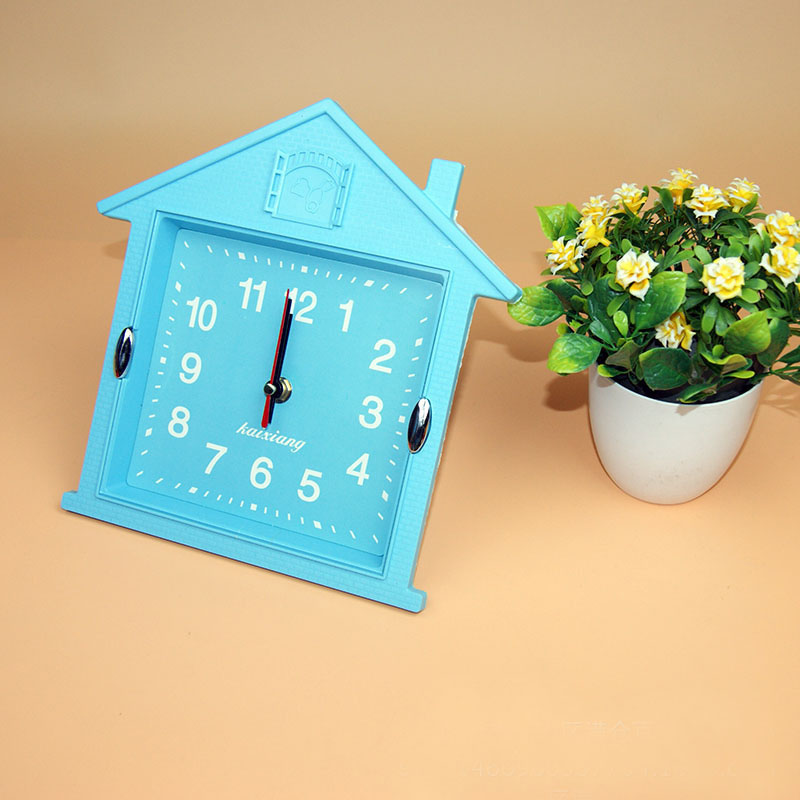 Wholesale Stock Small Order Promotional Gift Drawing Room House Shape Wall Clocks