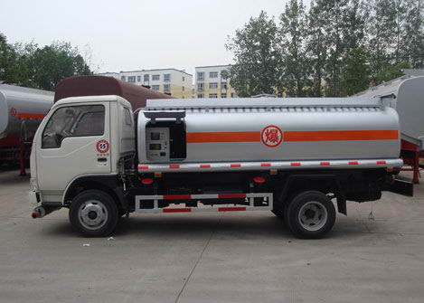 DFAC 4*2 fuel bowser 4000 liters