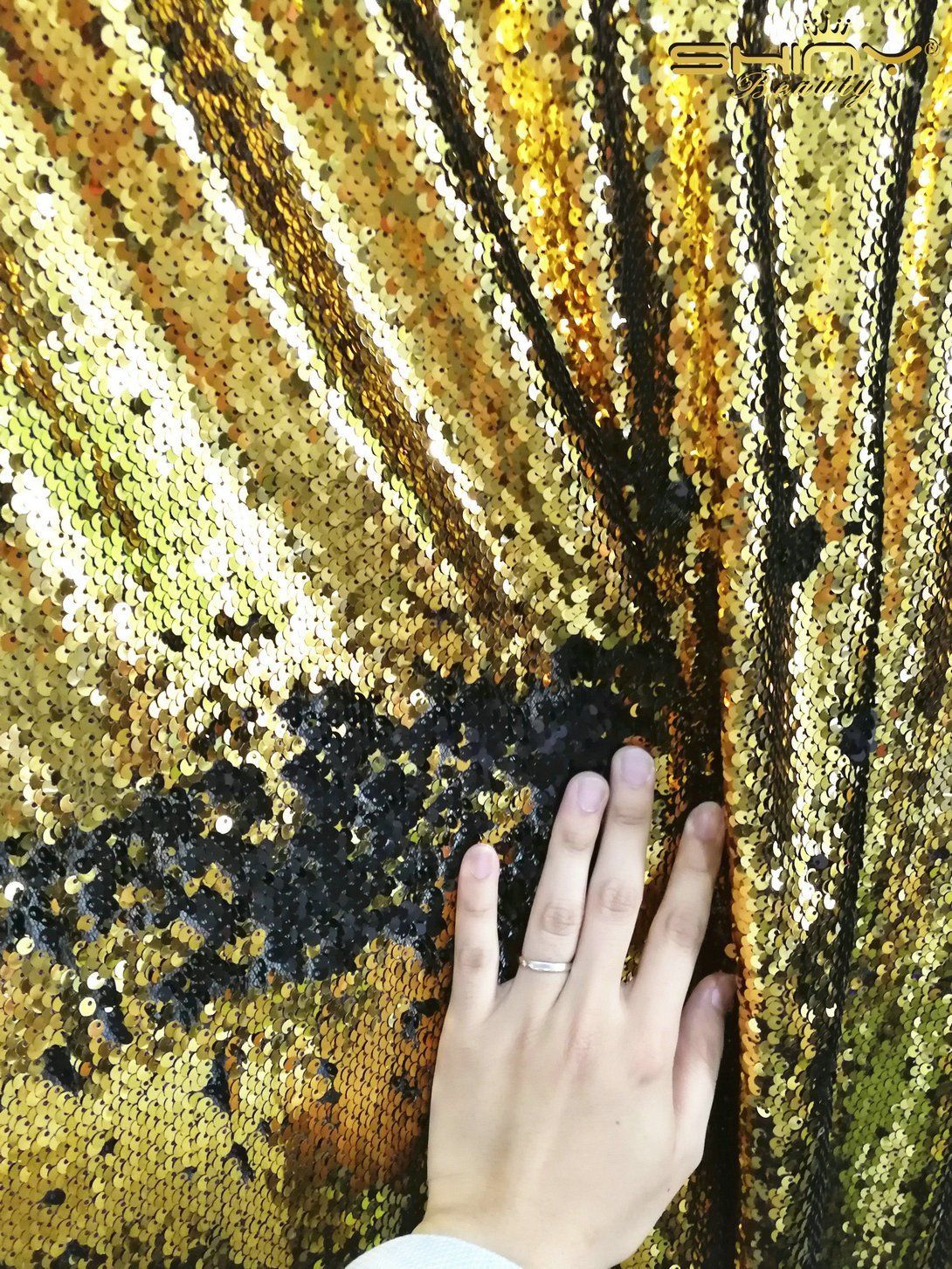 ShinyBeauty 10FTx10FT-Mermaid-Matte Gold&Black-Sequin Curtain Backdrop,Reversible Sequin Fabirc Photography Backdrops For Photo/Wedding/Party/Event/Prom/Birthday