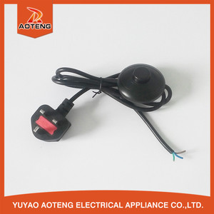 British 3 pin plug around foot BS 1363 black 13a power cord with switch
