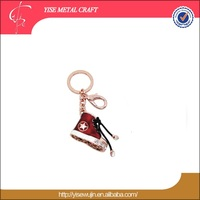 casual shoes key ring China wholesale merchandise women red lacing shoes key holder pink gold skateboard shoes keychain