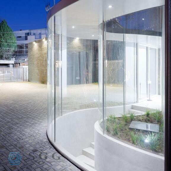 curved glass wall