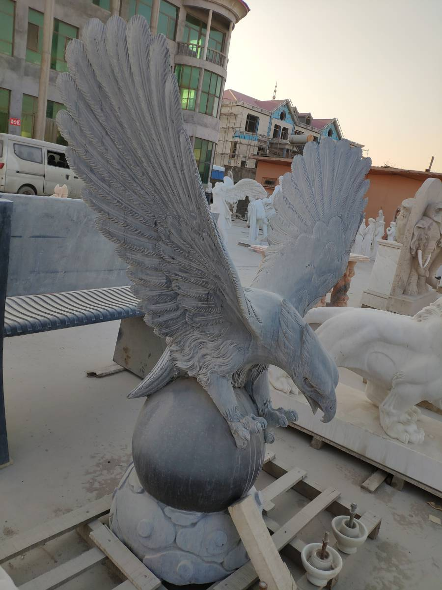 Large stone carving animal sculpture landscape garden decoration black flying marble eagle statue with ball base