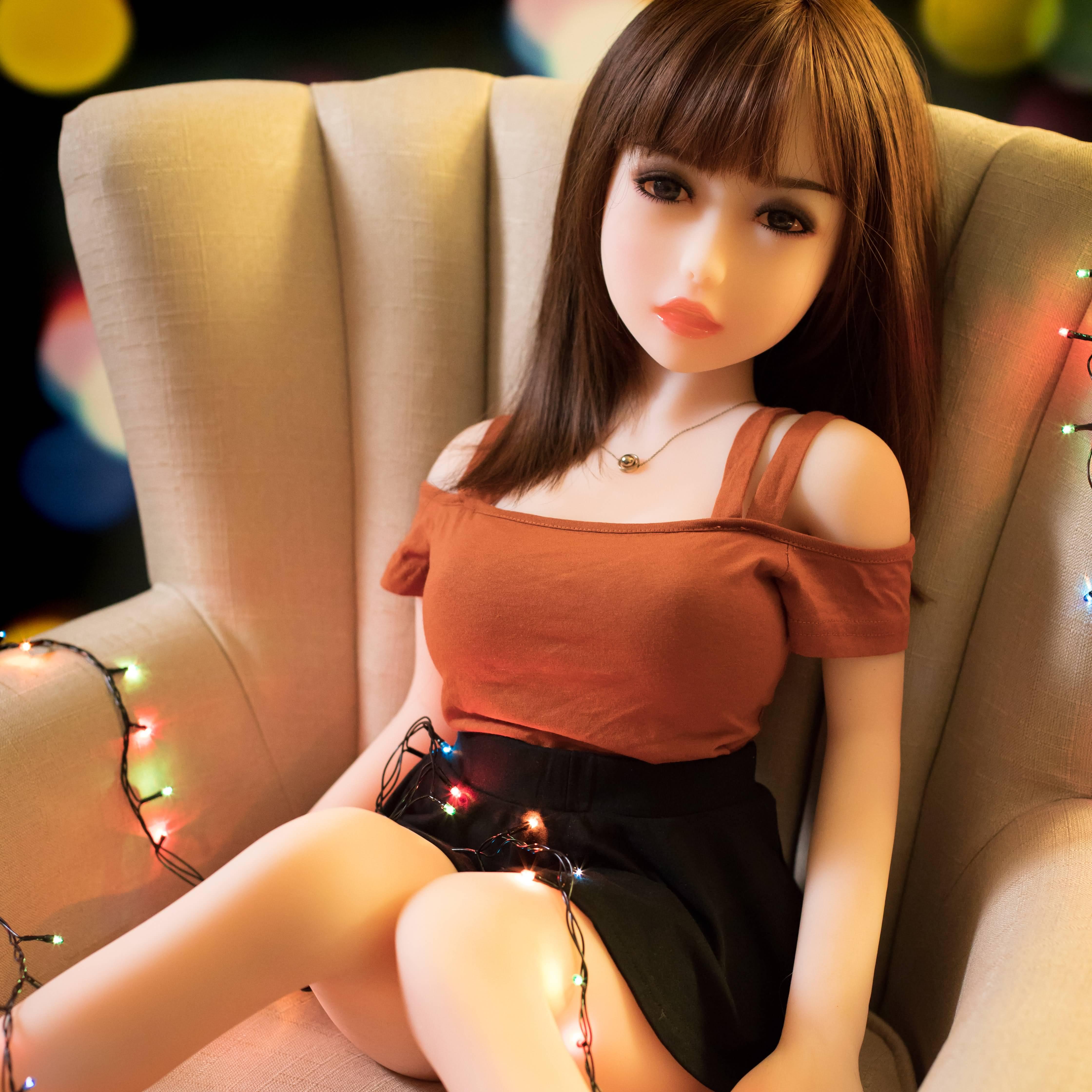 Фото парень ебет куклу для секса съемка