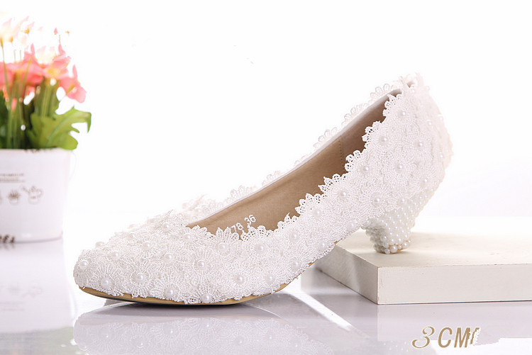 Beautiful White Lace Wedding Shoes Low Heel Diamond Bride Wedding Dress Shoes Wedding Banquet Shoes Dancing Shoes