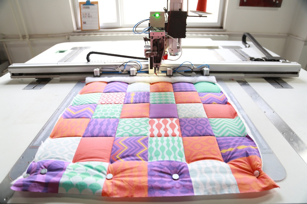 Industrial Heavy Material Computerrized Template Cushion Sewing Machine