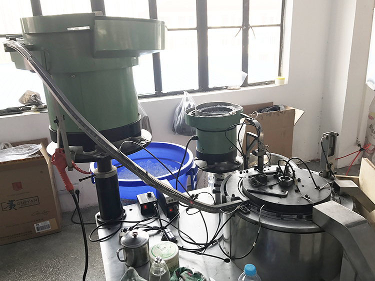 External pump and emulsion pump plastic spray nozzle custom made automatic assembly machine
