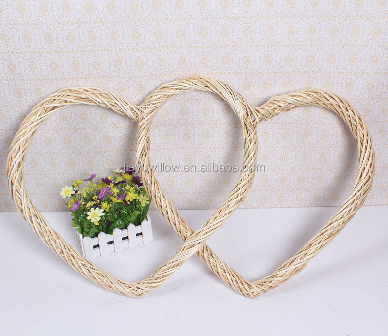 wholesale cheap red handcraft decorative wicker/willow heart for christmas factory supp
