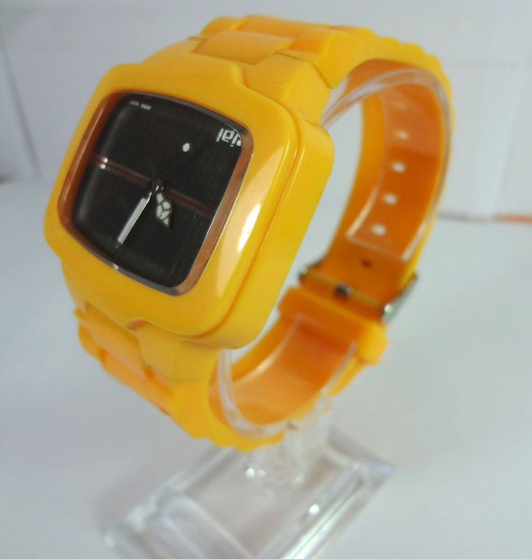 Fashion watch is made of plastic and with electronic movement.