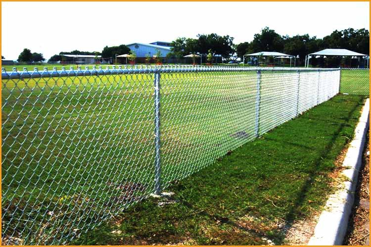 Galvanized steel walk through chain link wire mesh fence