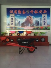 new design heavy duty construction wheelbarrow with big strong plastic tray