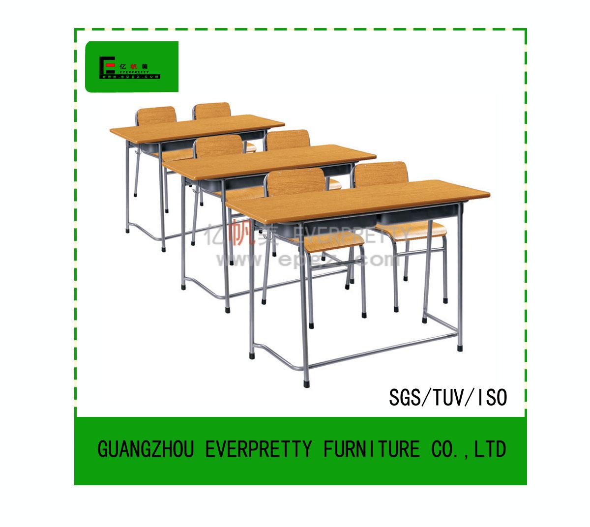 Aula escritorio est ndar y una silla universidad aula mesa for Silla universidad