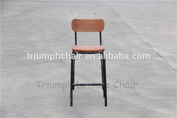 Vintage industriale metallo e sedia della barra di legno sgabelli