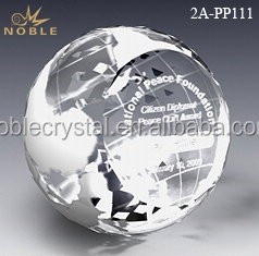 Custom Engraved Souvenir Crafts Crystal World Globe Ball Paperweight For Desk Decoration.