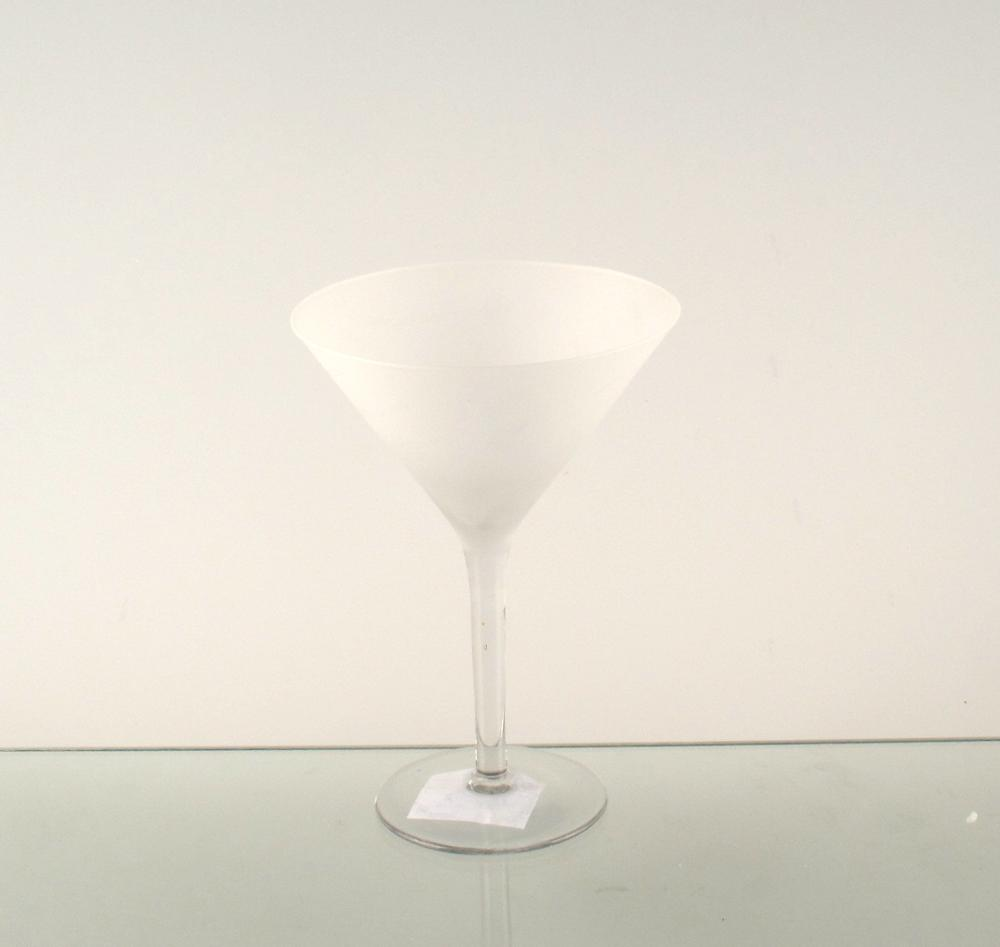 cocktail martini drinking frosted white wine glass