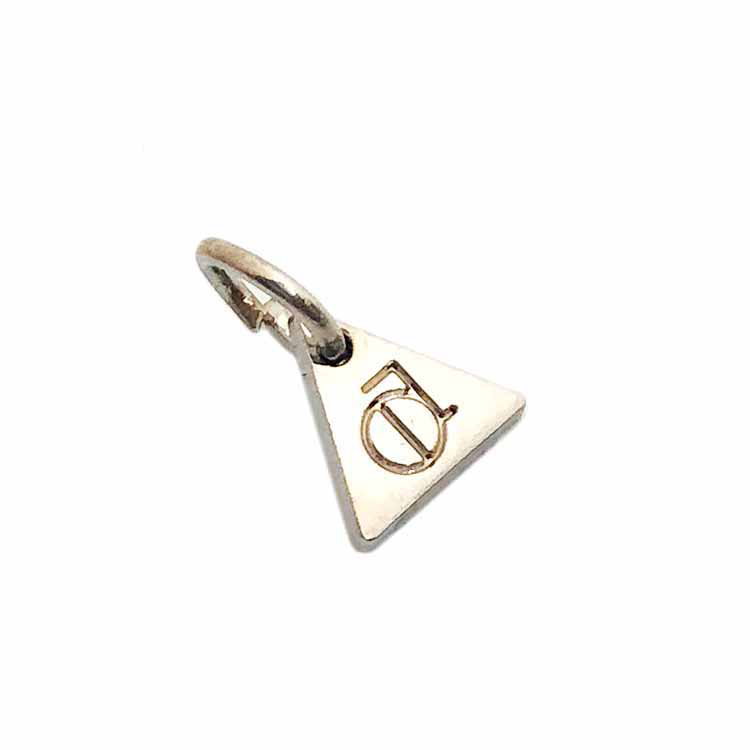 Triangle shape logo custom metal charm pendant jewelry tags for necklace.