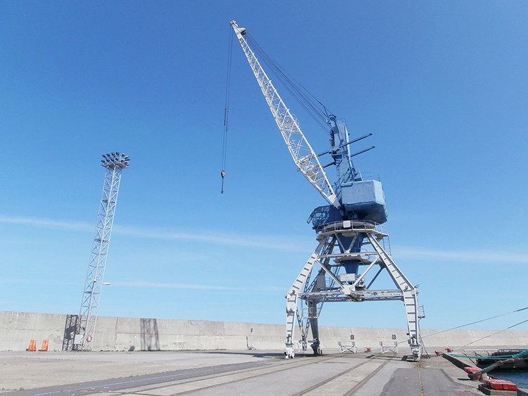 New mobile harbour portal crane 20 ton
