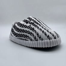 Pluche sneaker slipper gevulde puffy multiuse indoor outdoor badkamer funny sneaker slippers <span class=keywords><strong>speelgoed</strong></span>