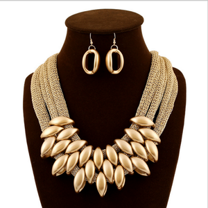 2018 Fashion exaggerated gold acrylic tassel necklace and earring sets