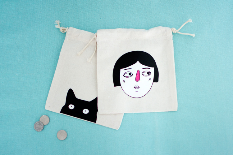 Simple creative printing bouquet mouth drawing rope holding bag practical change small cloth bag gift bag