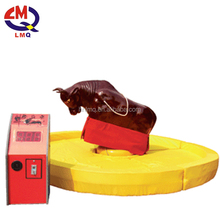 Attractive game bull riding machine giant mechanical rodeo bull with inflatable pool