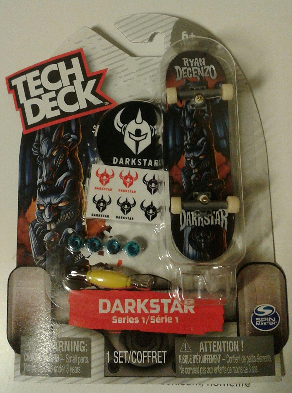 TECH DECK TD Skate Co Leo Romero 1//6 Finger board Display Stand NEW