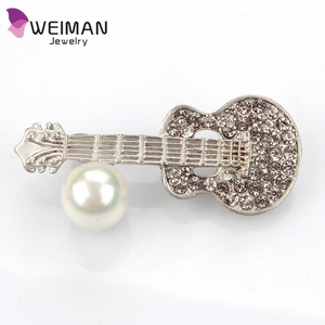 Fashion Musical Instrument Guitar Brooches For Kids Full Crystal With pearl Corsages Hijab Pins Shawl Brooches Korean Style