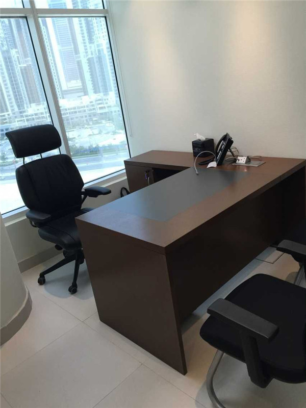 Small executive office desks interior design for Petite table manger