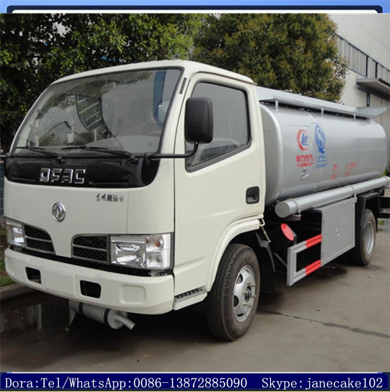 New design dongfeng 4 cubic meters truck petroleum tank mobile
