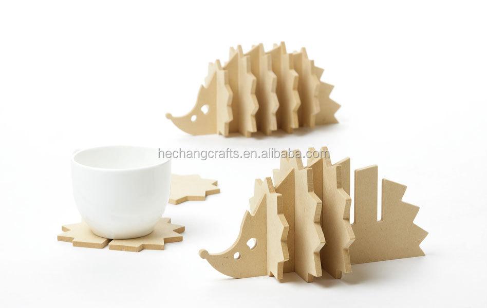 Letto in legno per cani fai da te idee creative di for Porta basculante per cani fai da te