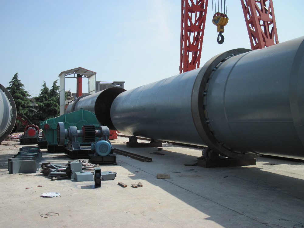 Rotating calcining kiln or rotary kiln