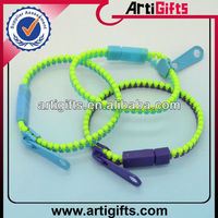 Promotion zipper plastic bangle bracelet